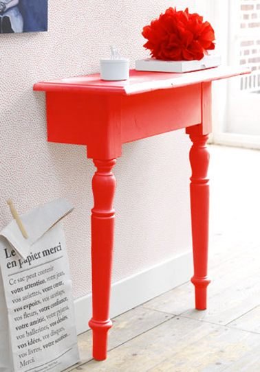 fabriquer console avec table coupee dans entree peinte couleur rouge vif. Black Bedroom Furniture Sets. Home Design Ideas