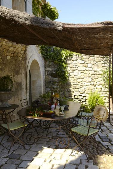 6 id es de pergola terrasse et voile d 39 ombrage d co cool for Idee deco pour devant de maison