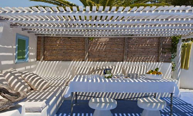 pergola bois avec toit canisse et bambou sur terrasse. Black Bedroom Furniture Sets. Home Design Ideas