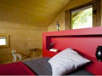Couleur symbolique de la force et de l'énergie, le rouge est la couleur idéale pour une chambre d'adultes.
