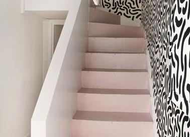 Quelle couleur pour repeindre un escalier deco cool for Peinture sol escalier bois
