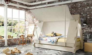 Dormir dans un lit cabane en forme de tente dans ma chambre, je peux me cacher derrière la toile du toit !