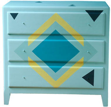Repeindre ses meubles avec une belle couleur peinture for Peindre une commode