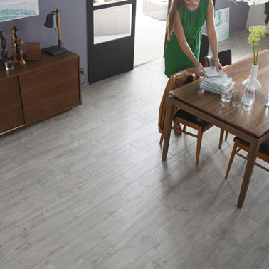 Carrelage gris clair ou anthracite on aime les deux for Parquet imitation carrelage gris