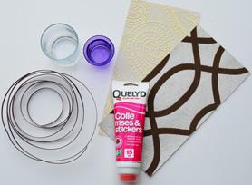 Matériel nécessaire pour fabriquer un sapin de Noël avec des chutes de papier peint. : Colle à frise Quelyd, fil de nylon et ruban métal