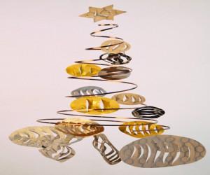 DIY pour fabriquer un sapin de Noël à suspendre dans le salon ou en décoration de la table de Noël