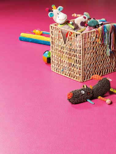 Un sol pvc rose que les enfants vont adorer dans leur chambre. Couleur gaie, confort sous les pieds, entretien facile, la nouvelle collection Gerflor est à craquer !