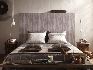 t te de lit en papier peint effet bois blanchi. Black Bedroom Furniture Sets. Home Design Ideas