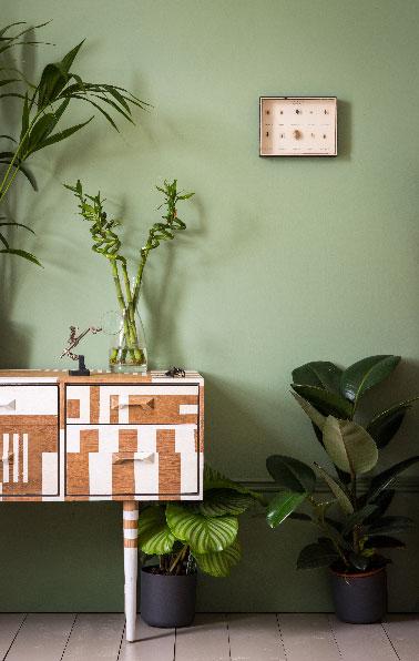 Avec ce vert tendre sur les murs du salon on fait le plein de vitalité pour recharger les batteries après une journée de boulot. La couleur Breakfast Room Green crée dans la pièce une ambiance où naturel et et fraicheur sont les deux mots clés