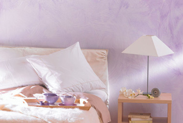 Peinture effet essuy couleur parme dans chambre - Mur couleur parme ...