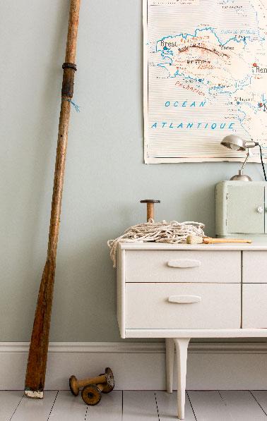 Une nouvelle teinte de gris pour la déco du salon  sous le signe de la détente. Une couleur de peinture  pour les murs, repeindre un meuble ou un parquet pour créer une ambiance propice à la détente de la nouvelle gamme Farrow & Ball pour 2015