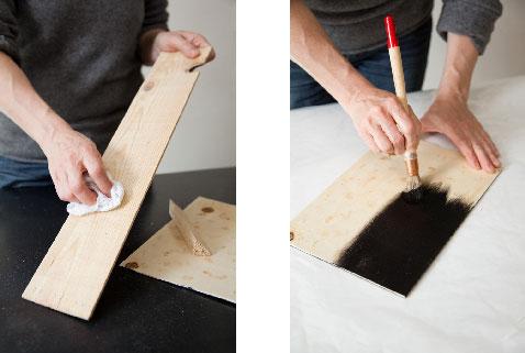 poncer les morceaux de bois et peindre le fond avec de la peinture ardoise (2 couches conseillées)