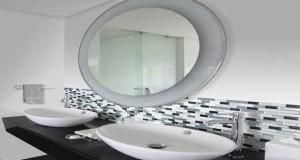 Carrelage adhésif à poser en revêtement mural pour relooker carrelage salle de bain, murs, douche et de baignoire et changer sa déco sans tout casser.