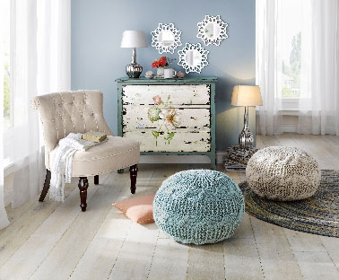 Commode patin e turquoise et decor fleurs catalogue d co for Deco salon turquoise gris