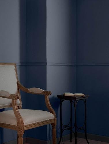 Entre raffinement et style contemporain, La nouvelle peinture Tollens & Flamant couleur  Bleu de Toi apporte ce petit plus pour mettre l'intérieur et le mobilier qui le compose en valeur. Une couleur sombre et classe qui rappelle directement le charme à la française.
