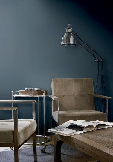 Un esprit urbain avec cette couleur bleu grise. La teinte appelée « Midnight Blue » amène une ambiance industrielle chic et donne dans le même temps un caractère spécial à la pièce.