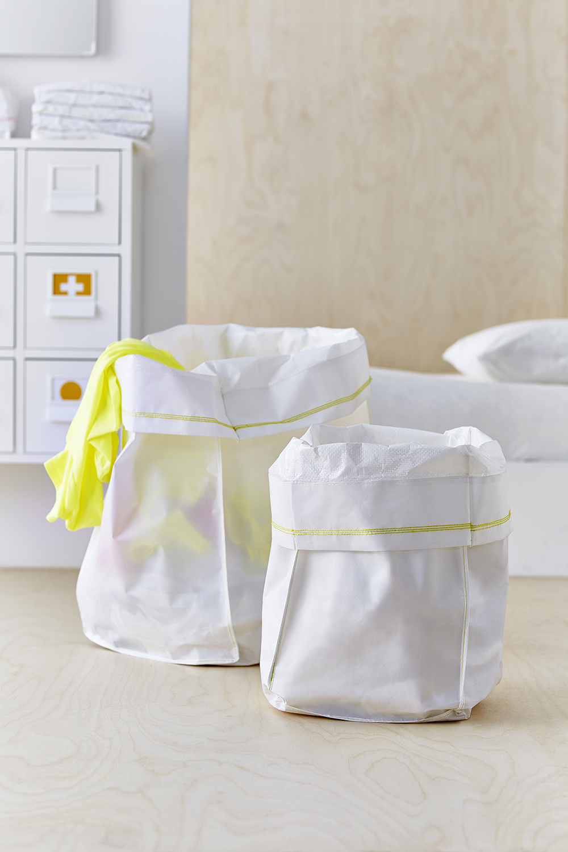 rangement de la salle de bain collection capsule panier a linge. Black Bedroom Furniture Sets. Home Design Ideas