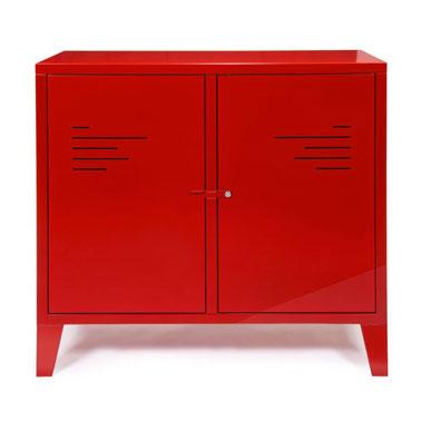 Idéale pour le relooking de la chambre de votre enfant, autant pour une fille que pour un garçon, cette commode rouge en métal, offre à la chambre une ambiance loft