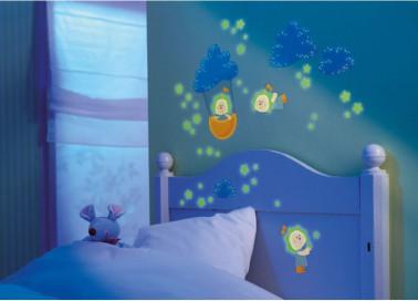 Le sticker coloré phosphorescent permettra aux enfants de s'endormir en toute tranquilité. Personnalisable à souhait selon l'envie, l'enfant pourra avoir une bonne nuit de repos sous le regard de ces drôles de petits bonhommes qui l'accompagneront dans ses rêves. Prix : 16,90 euros