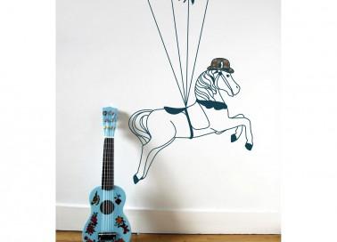Les stickers sont de véritables accessoires déco. Ce sticker cheval caroussel marine apporte de la bonne humeur, de la poésie et de l'harmonie dans la chambre d'enfant grâce à sa couleur bleue ressortant parfaitement en contraste avec un mur blanc ou clair.