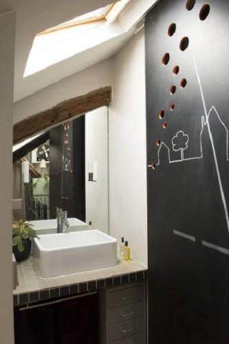 Cloison ardoise dans petite salle de bain mansard e for Cloison salle de bain