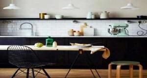 La cuisine scandinave un style déco qui a la cote. Cuisine mixant style nordique et meubles vintage et moderne, la cuisine scandinave se décline souvent en noir et blanc