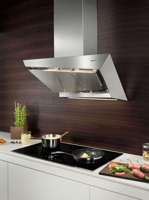 Hotte design inox et verre inspirent la hotte de cuisine for Cuisine inox design