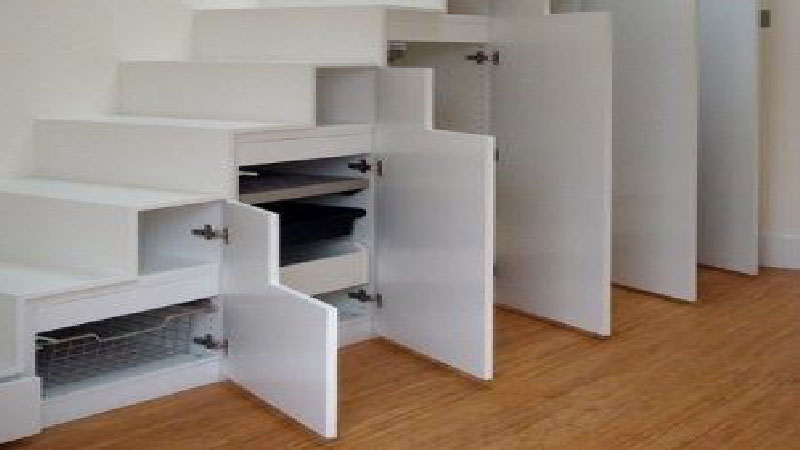 Un rangement sous escalier gain de place et d co for Dressing gain de place