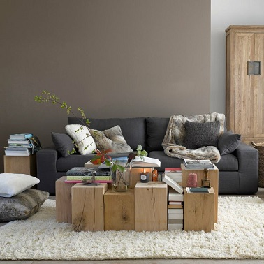 salon murs couleur taupe et pan de mur gris clair. Black Bedroom Furniture Sets. Home Design Ideas