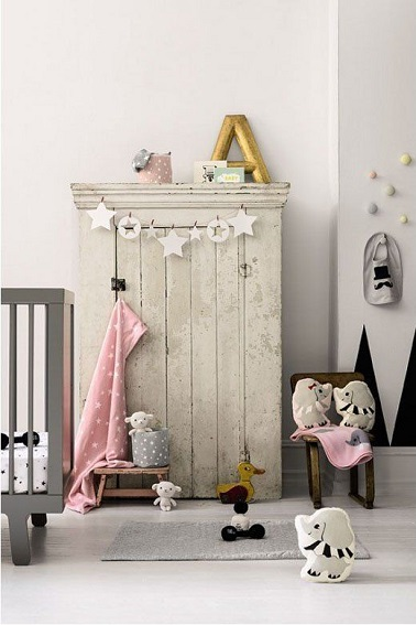 Chambre petite fille couleurs neutres et douces gris et elements deco rose pale - Chambre fille rose et gris ...