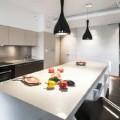Pour un bon aménagement d'e sa cuisine, 5 règles pour calculer la bonne hauteur du plan de travail, aménagement des meubles pour optimiser le plan de circulation et l'emplacement de l'évier et zone de cuisson