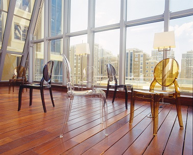La marque Achat Design propose une large gamme de chaises design et originales. De tous coloris, les chaises Elisabeth se déclinent en modèle transparent ou opaque. Les lignes arrondies du dossier donnent un vrai aspect contemporain à la pièce qui les accueille. Mais les chaises Elizabeth ne sont pas qu'esthétiques, elles sont aussi pratiques ! Leurs courbes épurées permettent un empilage facile des chaises tandis que leur revêtement en polycarbonate résistant aux UV donne la possibilité d'un usage intérieur ou extérieur !