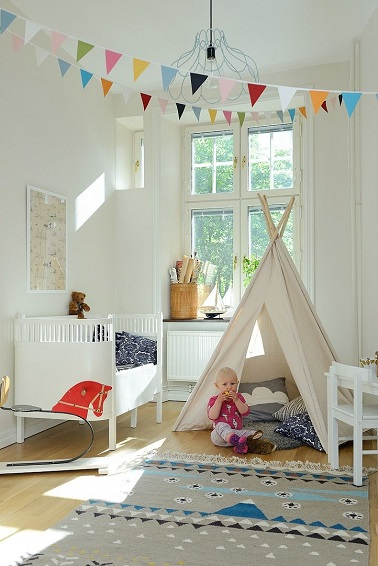 chambre bebe fille avec tipi et peinture blanche. Black Bedroom Furniture Sets. Home Design Ideas