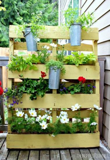 Id e d coration jardin porte plante fabriquer avec palette bois - Fabriquer un porte outils de jardin ...