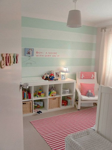 idee peinture rayrues vert deau pour une chambre bebe. Black Bedroom Furniture Sets. Home Design Ideas