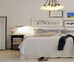 Une chambre blanche, la couleur parfaite pour construire une déco de chambre zen élégante et sereine. Lumineux le blancamène à la chambre une atmosphère élégante et voluptueuse idéale pour s'y reposer et se détendre.