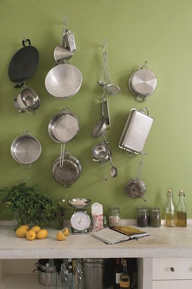 Une peinture cuisine couleur écolo ! Apportez un vent de fraîcheur à votre pièce en associant deux teintes de cette palette. Un vert kaki et un beige presque se marieront à merveille pour un effet nature absolu. Bien-être garanti !