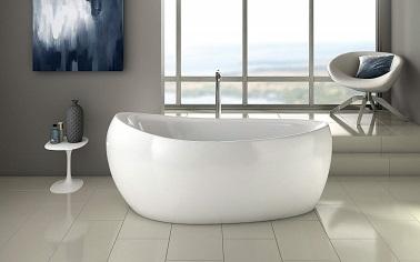 Dans cette salle de bain, la baignoire tient le rôle principal. Sa forme ovale pure et sans artifice confère à la pièce une douceur sans pareille. Comme un cocon d'eau, cette baignoire permet de s'immerger entièrement tout en laissant reposer sa tête confortablement sur le rebord le plus haut prévu à cet effet. Côté design, la délicatesse de ses courbes permet de s'insérer facilement autant dans une pièce exiguë que dans une grande salle de bain. Modulable, sa robinetterie en inox est disponible en version murale et sur pieds afin de s'adapter au mieux à la pièce où elle sera installée. Un véritable design audacieux et pratique pour adopter la baignoire îlot sans modération !