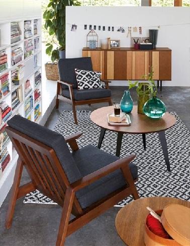 En Une de toutes les tendances du moment, le style vintage n'en finit plus d'investir notre intérieur. Ce fauteuil est d'ailleurs un concentré de style rétro avec sa structure en hévéa massif teinté noyer et son assise en tissu gris anthracite. Un mariage de matières intéressant qui rend ce meuble moderne bien qu'issu d'un design résolument old school. Dans un salon qui adopte un style fifties, ce fauteuil se révèle être un véritable plaisir et confort au quotidien ! La Redoute – Fauteuil Watford II – 223 euros.