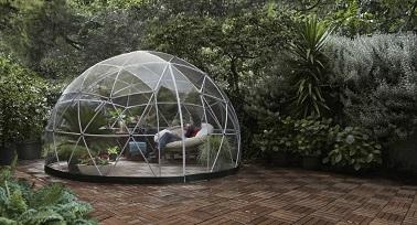 Faire de son Garden Igloo une serre pour ses plantes en pots, une bonne idée pour les protéger des aléas météo et du manque de lumière à l'intérieur de la maison. En plus d'être votre salon de jardin, le dôme est aussi adapté pour accueillir vos plantes et garantir un climat adapté à leur bonne évolution. 100% étanche, vous n'aurez pas à vous inquiéter de l'humidité ou de tout autre problème d'ordre climatique.