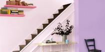 Le parme, une couleur peinture salon, chambre et cuisine idéale pour une décoration maison où l'ambiance soit zen soit pep's est recherchée. La différence se fait par les couleurs avec lesquelles le parme est associé. La couleur parme avec une peinture grise, lin ou blanc crée une décoration de maison design et zen avec des meubles bois