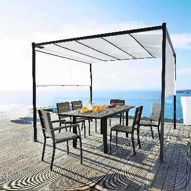 Un salon de jardin bois et aluminium by maison du monde for Maison du monde salon de jardin