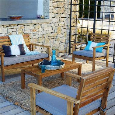 table basse et canape en bois pour le jardin. Black Bedroom Furniture Sets. Home Design Ideas