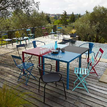table en metal coloree pour le jardin la redoute. Black Bedroom Furniture Sets. Home Design Ideas