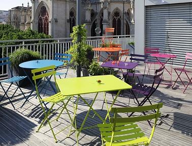 Chaise et table bistro fermob un mobilier d 39 ext rieur for Table exterieur fermob
