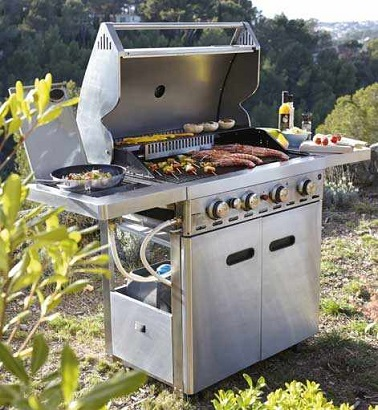 Barbecue et plancha la cuisine d 39 ext rieur en f te for Barbecue exterieur leroy merlin