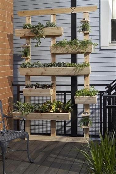 Jardin vertical en palettes bois parfait pour la terrasse - Jardin vertical palette ...