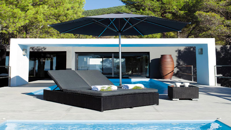 le bain de soleil fait salon dans le jardin d co cool. Black Bedroom Furniture Sets. Home Design Ideas