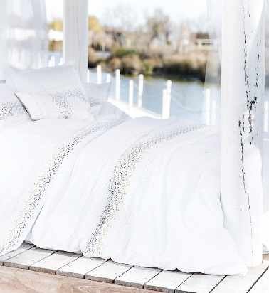 linge de lit hanoi blanc touches d 39 argent carr blanc. Black Bedroom Furniture Sets. Home Design Ideas