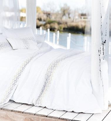 Linge de lit hanoi blanc touches d 39 argent carr blanc - Linge de lit carre blanc ...